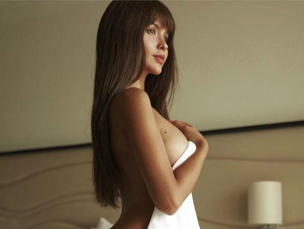 Секс-звезда Playboy из Ростова умоляет фанатов доставить ей неземное наслаждение пальчиками