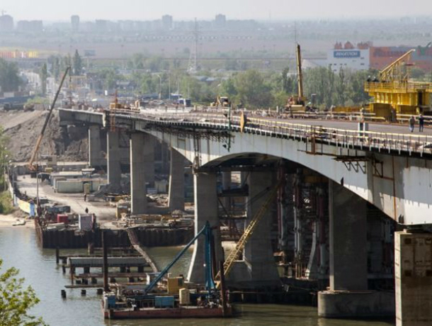 Рабочее движение открыто поВорошиловскому мосту вРостове-на-Дону