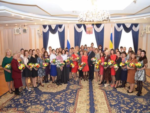 ВРостове наградили многодетных матерей региона