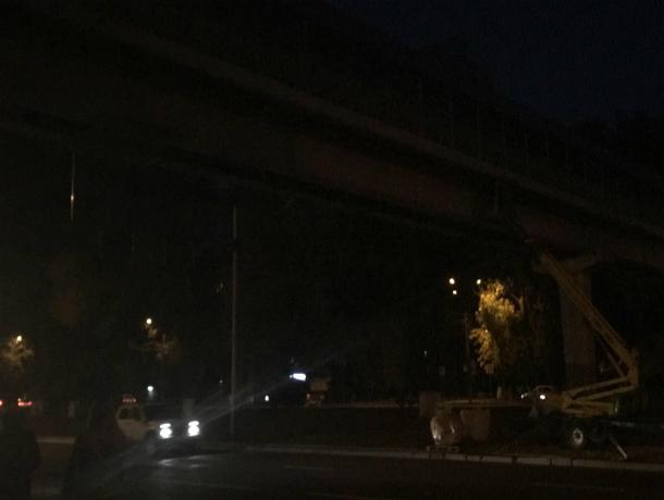 Опасная прогулка по мрачной и темной хоррор-эстакаде в Ростове попала на видео