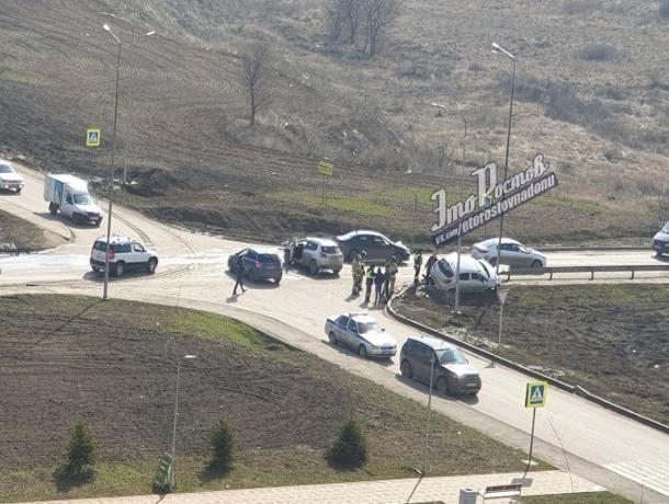 На Суворовском в Ростове столкнулись два автомобиля