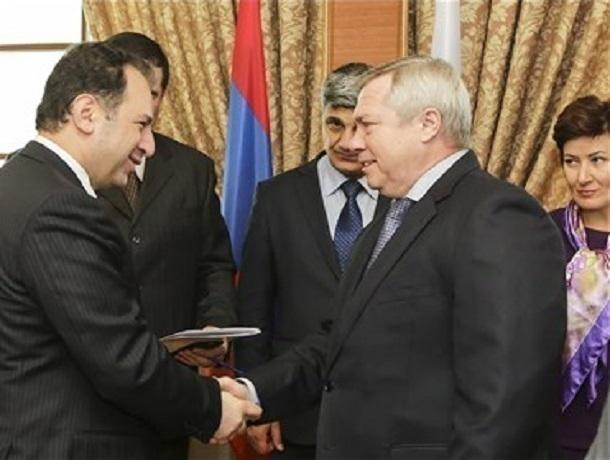 Министр обороны Армении отправился вМоскву