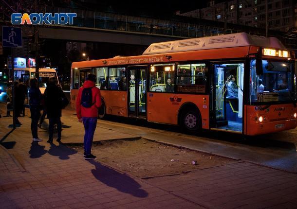 Власти Ростова обещали, что автобусы будут ходить до полуночи. Выясняем, так ли это