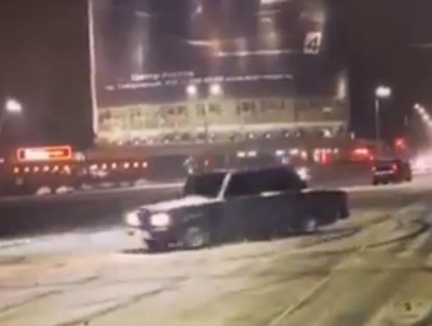 Обрадованные ранней зимой автолюбители устроили безумный дрифт в центре Ростова на видео