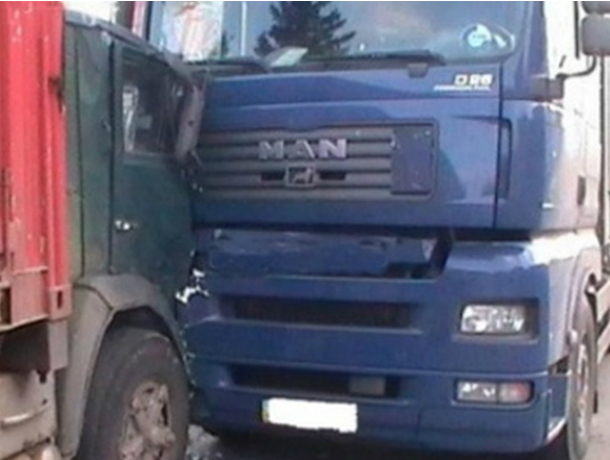 Натрассе вРостовской области вДТП умер шофёр КамАЗа