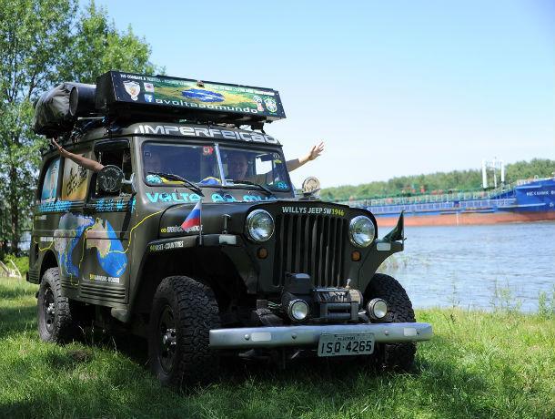 Бразильские фанаты приехали в Ростов, преодолев 43 страны на стареньком авто 1946 года выпуска