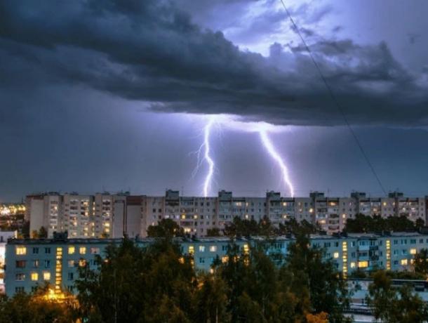 Ливневые дожди с грозами и молниями обрушатся на головы жителей Ростова