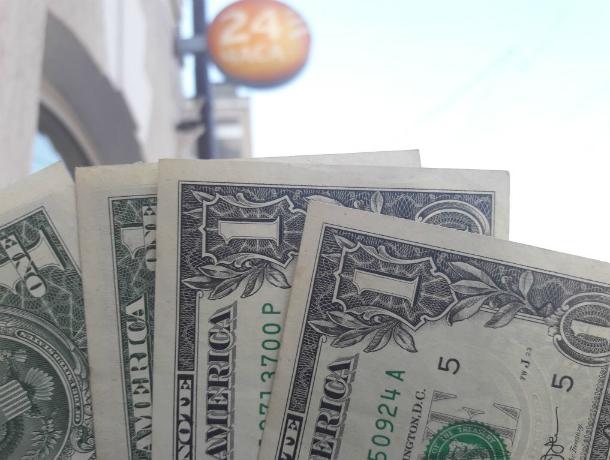 Рост курса доллара заставил трепетать жителей Ростова