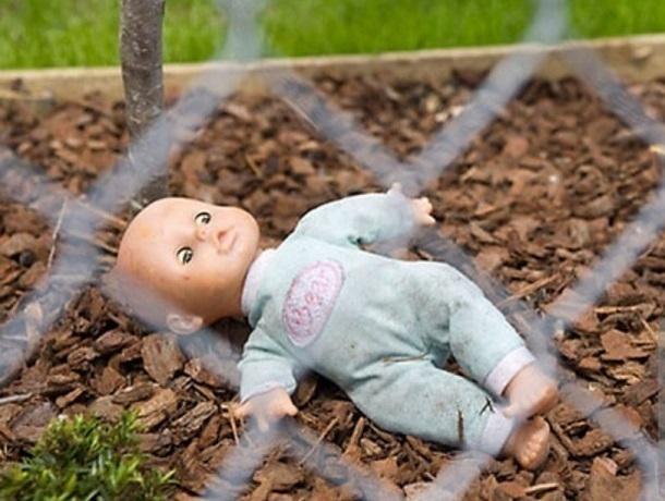 Вполиклинике Ростова женщина сбросила слестницы свою небольшую  дочь