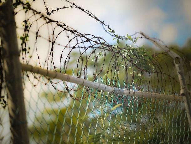 В Шахтах задержали мужчину и женщину, державших в страхе местных жителей