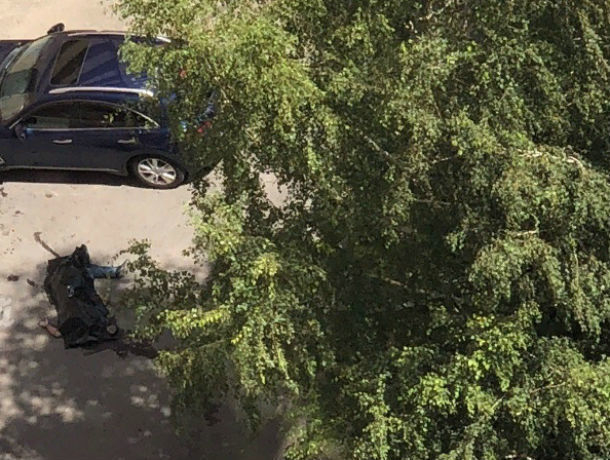 В Ростове на Сельмаше погиб выпавший из окна мужчина