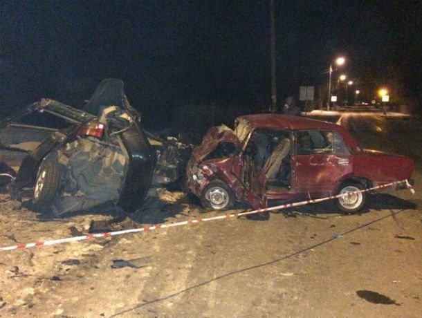 Печальное лобовое ДТП наскользкой дороге вРостовской области: погибли два человека