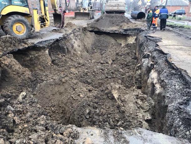 Разрушающийся канализационный коллектор в Таганроге вызвал в городе панические слухи