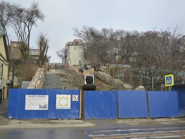 Ремонт Казанской лестницы вРостове-на-Дону выбился изграфика