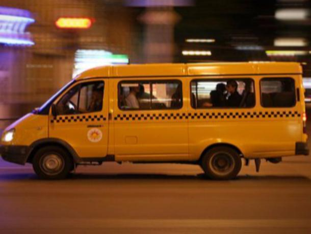 Пугавшую горожан маршрутку с большой дырой в полу загнали на ремонт в Ростове