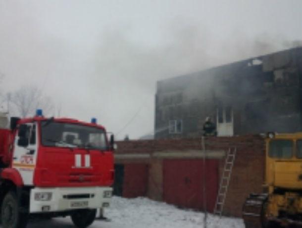 Десяток пожарных машин, летевших с мигалками по городу, не на шутку напугали ростовчан