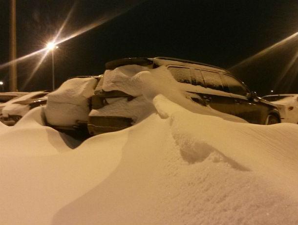 Пассажиры пожаловались на занесенную снегом парковку аэропорта «Платов»