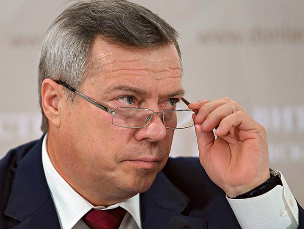 Увеличить зарплаты врачам и педагогам смело пообещал губернатор Ростовской области
