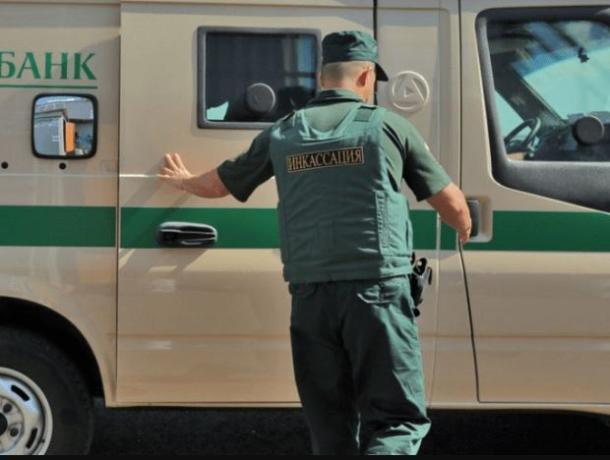 В Ростове вооруженный грабитель напал на инкассаторов