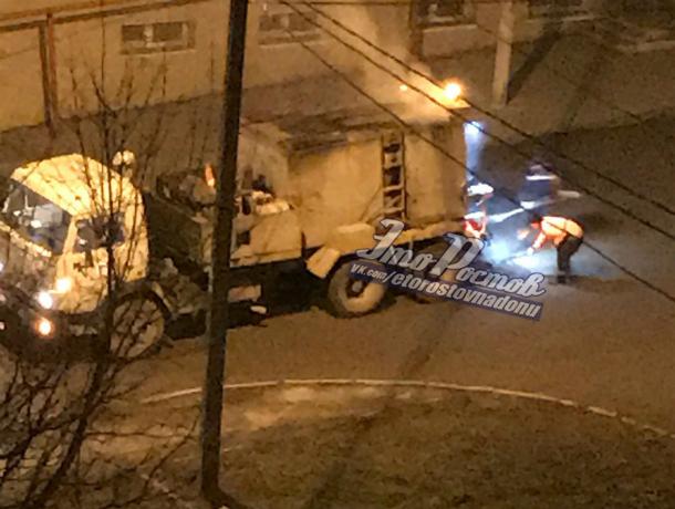 Долгожданным ночным ремонтом дорожных ям порадовали коммунальщики жителей Ростова