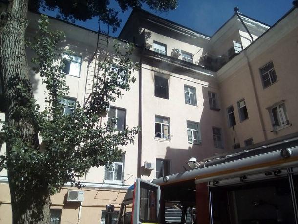 В Ростове жильцов многоквартирного дома эвакуировали из-за пожара