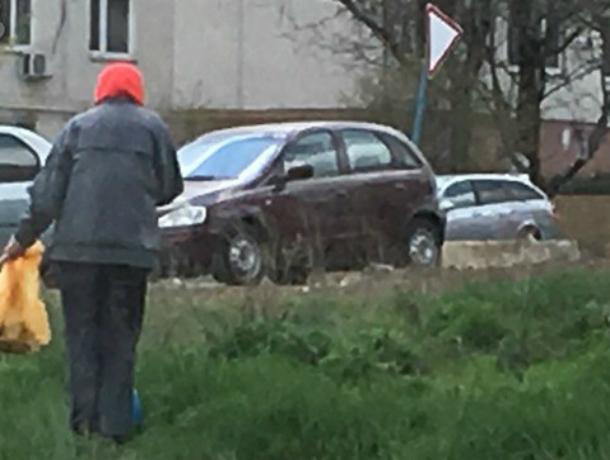Преподнесенный сердобольной старушкой пример человеческой доброты и сострадания осудили жители Ростова