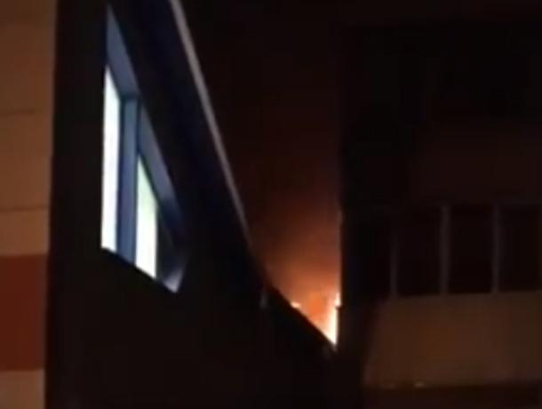 Страшный пожар в ростовской «Пятерочке» обесточил жильцов многоэтажки и попал на видео