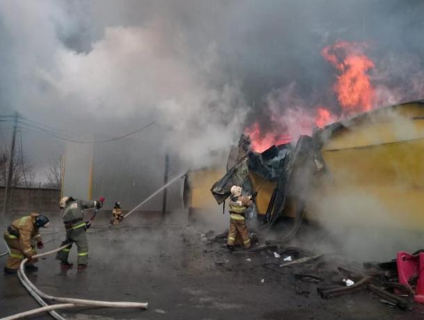 Под Ростовом горит рынок «Атлант»
