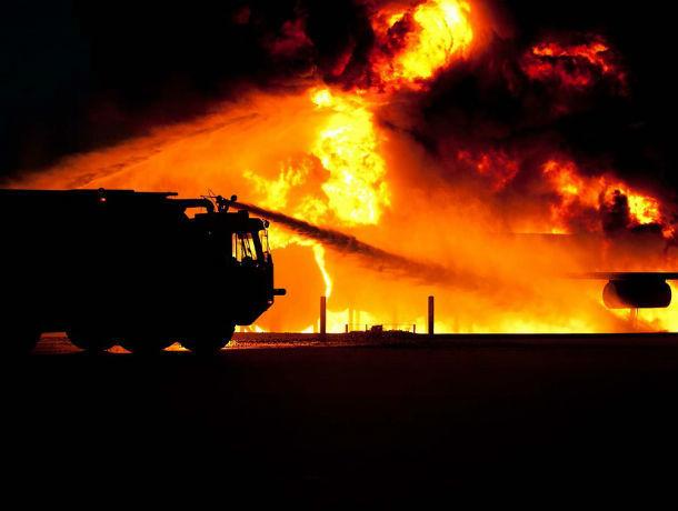 Пожарные спасли из огня десять ростовчан