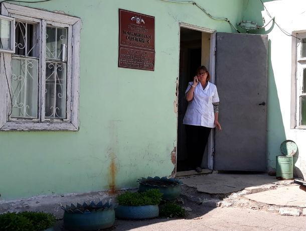 «Взамен предлагают идти уборщиками»: обслуживающую 10 тысяч человек поликлинику закрывают в Ростовской области