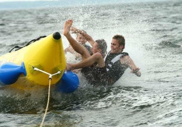 ВТаганроге отдыхающих «набанане» возил лодочник без прав