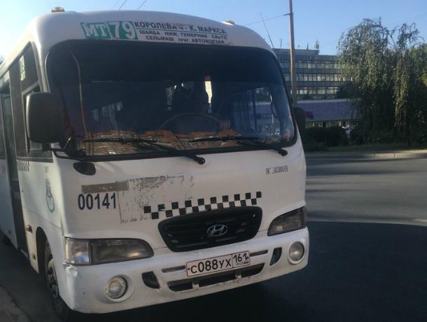 Пассажиры «кинули на деньги» маршрутчика, отказавшегося пускать в салон пенсионерку в Ростове