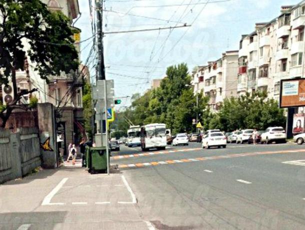 Разрисованный под парковку тротуар в центре Ростова возмутил и озадачил местных жителей