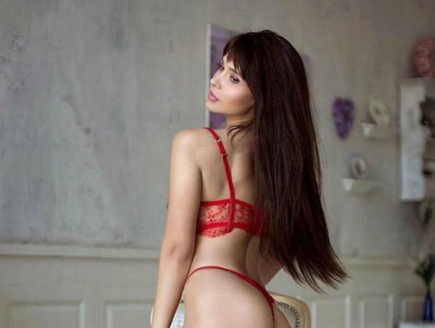 Секс-модель Playboy Мария Лиман разделать до нижнего белья и провела перепись возбужденных фанатов