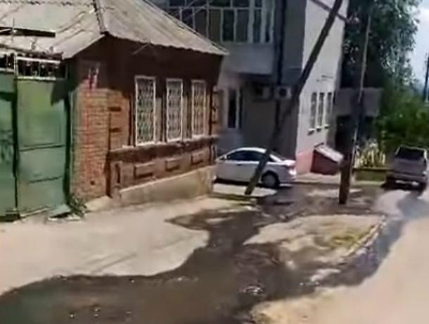 Затопивший улицы Ростова «бодрый» ручей из фекалий возмущенные горожане сняли на видео