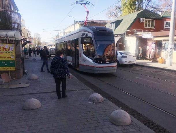 На Станиславского тестовый трамвай сошел с рельсов