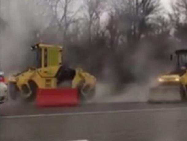 Возмутительное нарушение указания губернатора дорожниками под Ростовом снял на видео автолюбитель