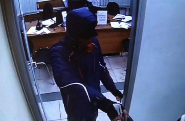 ВТаганроге нетрезвый мужчина сножом ограбил владельца гостиницы иего постояльца