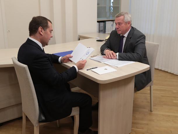 Дмитрий Медведев рассказал губернатору о проблемах одного из районов Ростова