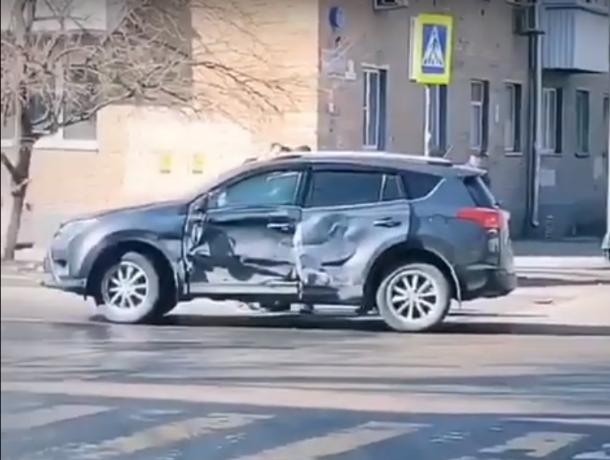 В Ростове переполненная маршрутка столкнулась с внедорожником