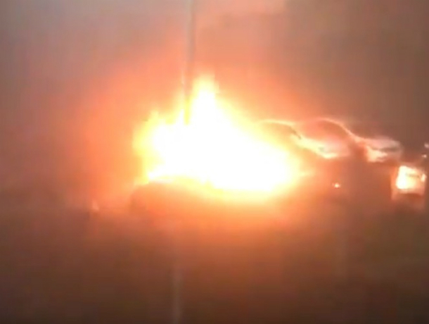 Ночью вРостове три машины выгорели дотла инеподлежат восстановлению