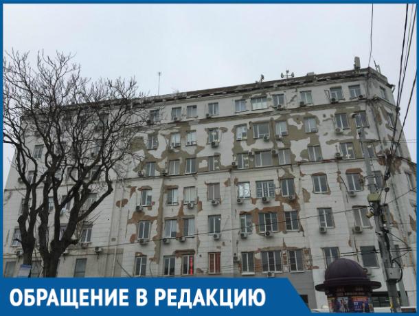 Обшарпанное историческое здание у Центрального рынка возмутило ростовчанку