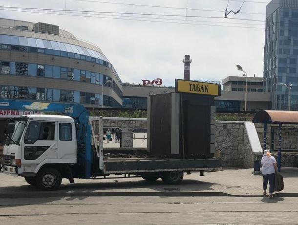 В Ростове начали сносить незаконные ларьки
