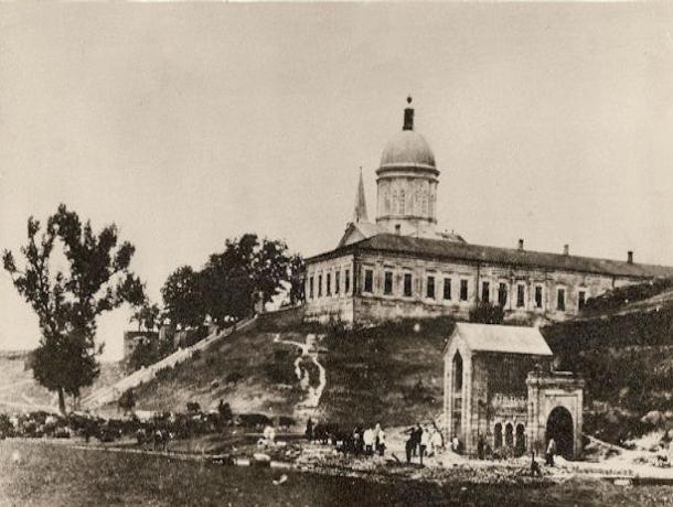 Тогда и сейчас: старинная армянская церковь Сурб Хач в Ростове-на-Дону