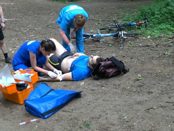 Разбившийся вБотаническом саду велосипедист долго приходил всознание