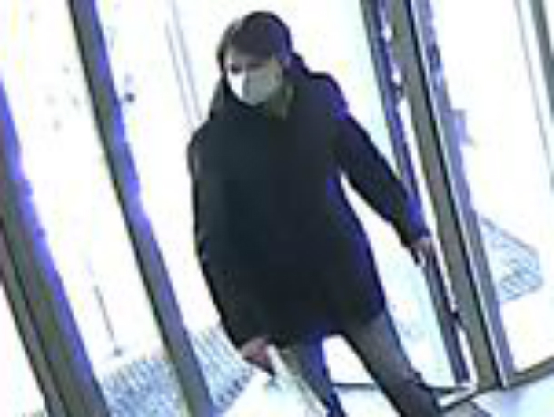 Длинноволосого хиппи в медицинской маске разыскивают за разбойное нападение в Ростове