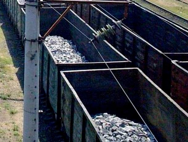 5 граждан РОпохищали чугунные слитки изгрузовых поездов