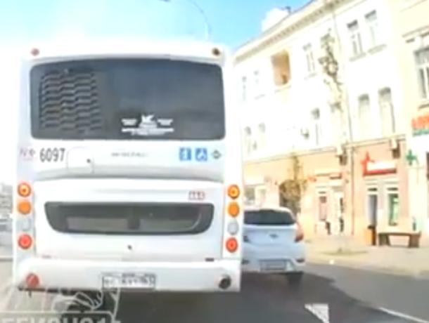 Оскорбленный хамским маневром «Хендая» водитель автобуса в Ростове пустился за ним в погоню на видео