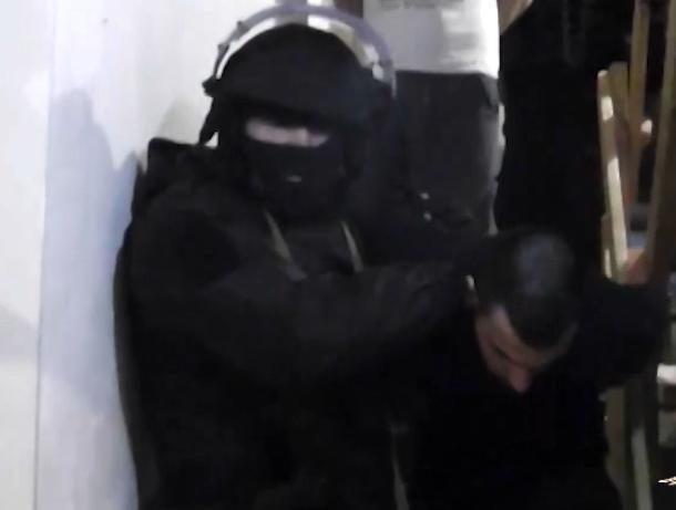 На Дону спецназ задержал банду, незаконно обналичившую миллиард рублей