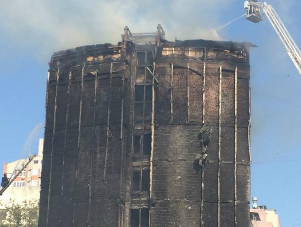 ВРостове восстановят сгоревший вцентре отель «Torn House»